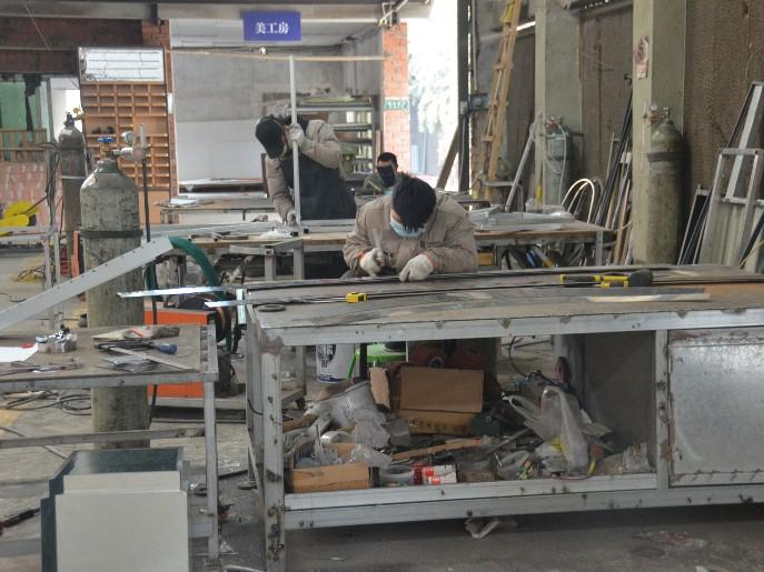 现在的环境下展示柜厂家如何脱颖而出