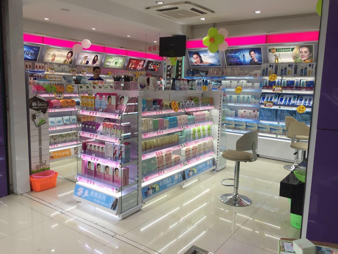 化妆品展示柜在商场陈列的位置要求