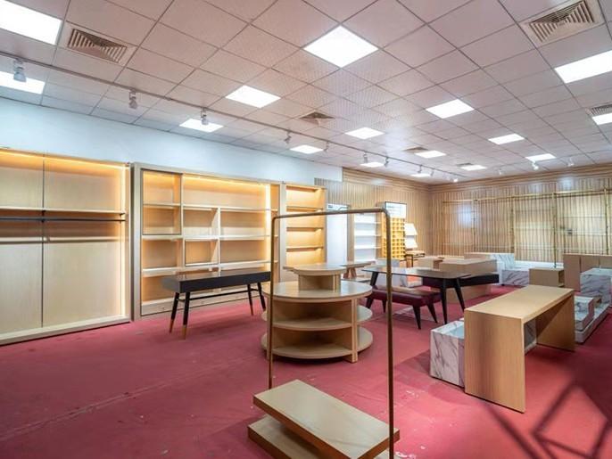 如何分辨贴皮展柜和实木展柜