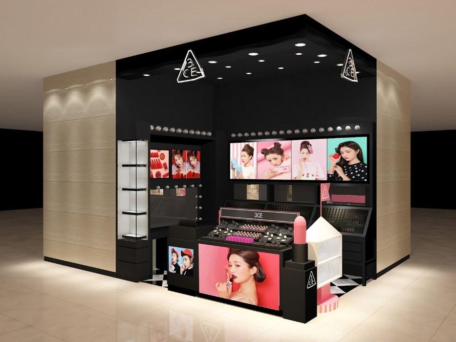 学会用化妆品展柜来展示产品