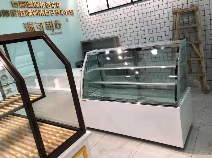 蛋糕展示柜制作和挑选的方法