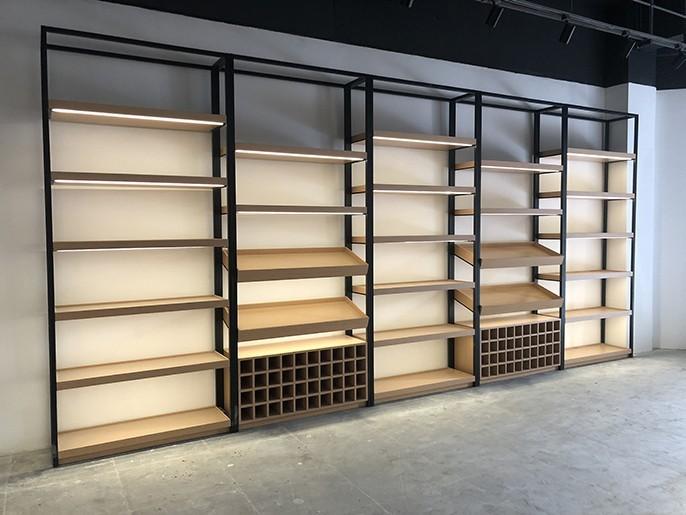 红酒专卖店中怎样选择红酒展柜?