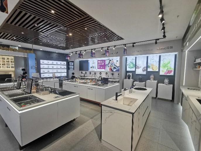 灯光对定做展示柜以及门店展示的影响